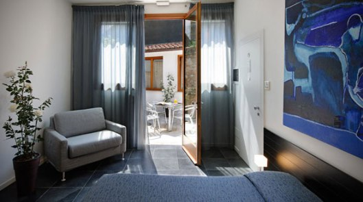 ca-pozzo-inn-venice-design-boutique-hotel-room-patio