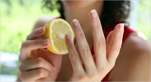 nails-and-lemon
